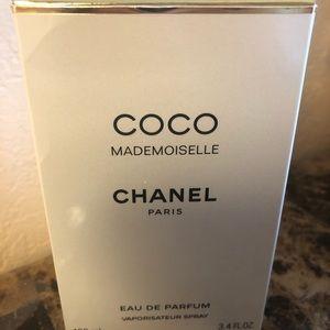Coco Mademoiselle Chanel Paris